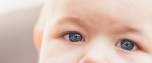 Oogjes van een baby